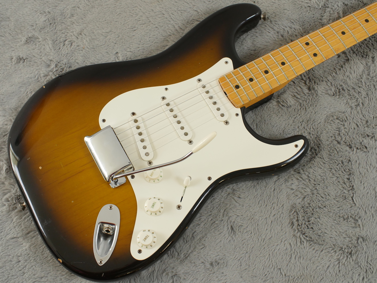 VERY early 1982 Fender Stratocaster AVRI + OHSC + Candy