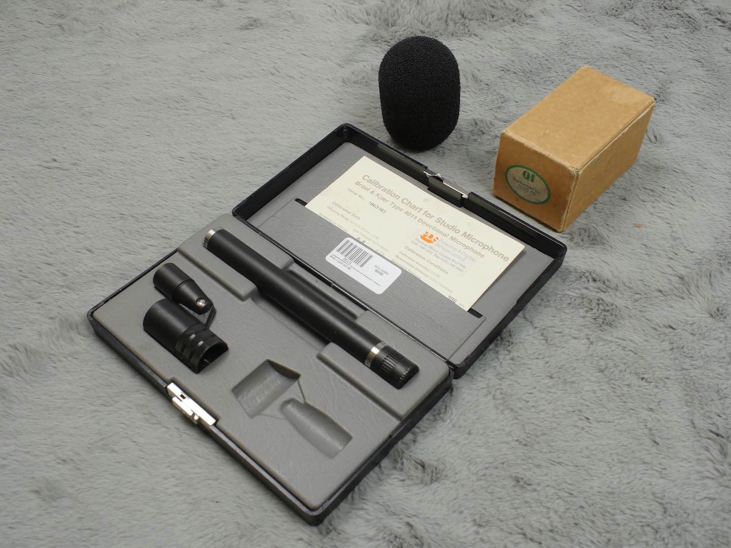 Bruel & Kjaer B&K DPA 4011 cardiod mic + mount, windshield and case