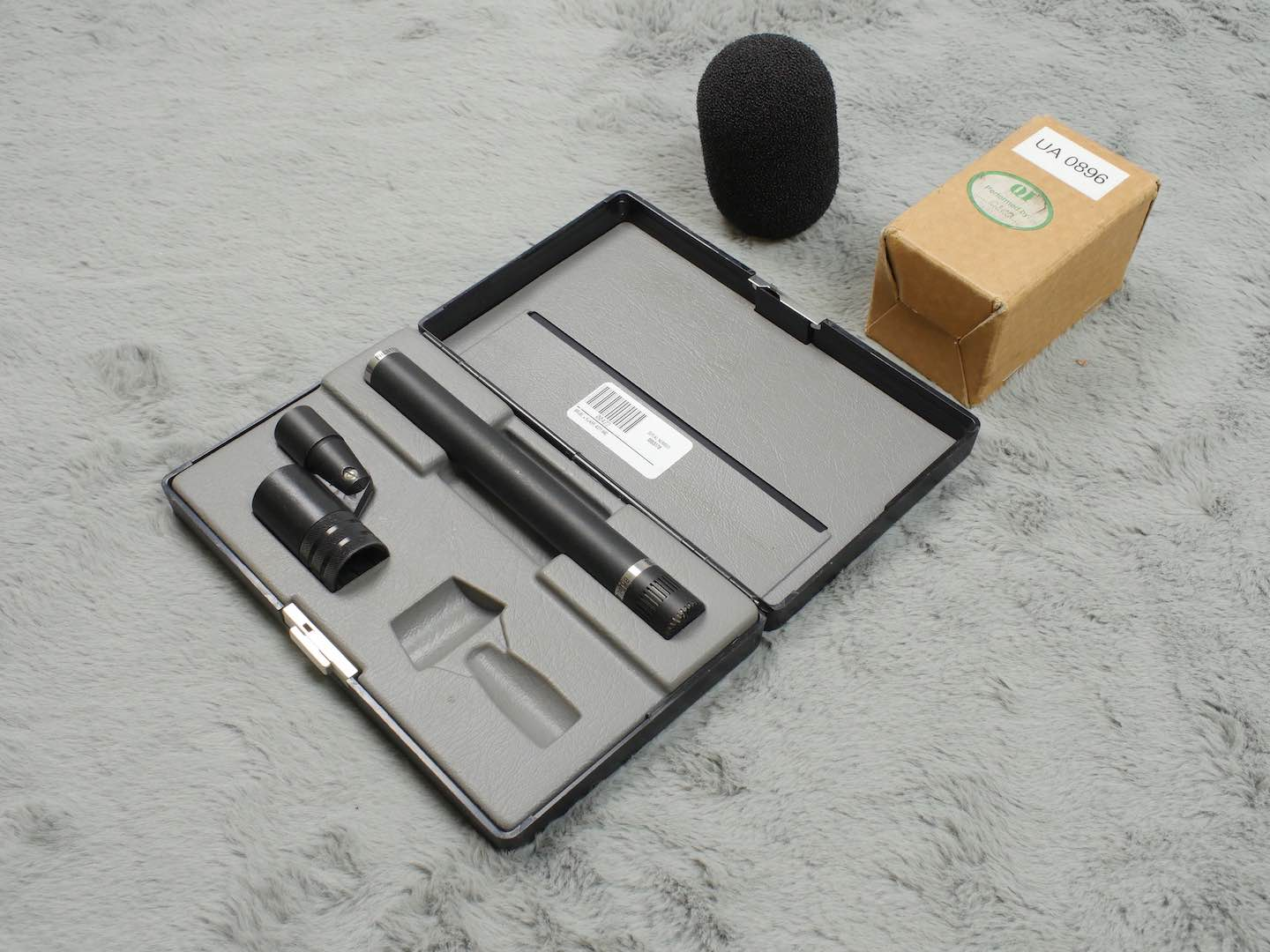 Bruel & Kjaer B&K DPA 4011 cardioid mic + mount, windshield and case